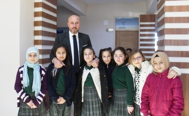 Başkan Togar, öğrencilerin karne heyecanına ortak oldu
