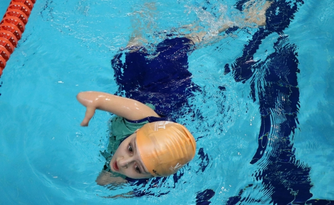 Nisa Nur, milli takımda yüzmek için çalışıyor