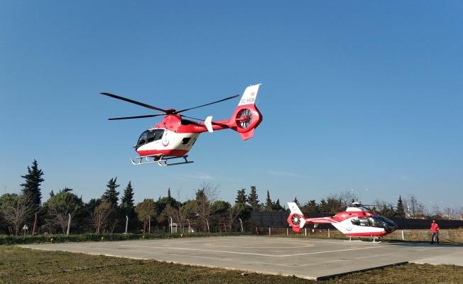 Ambulans helikopterler 21 günlük bebek için havalandı