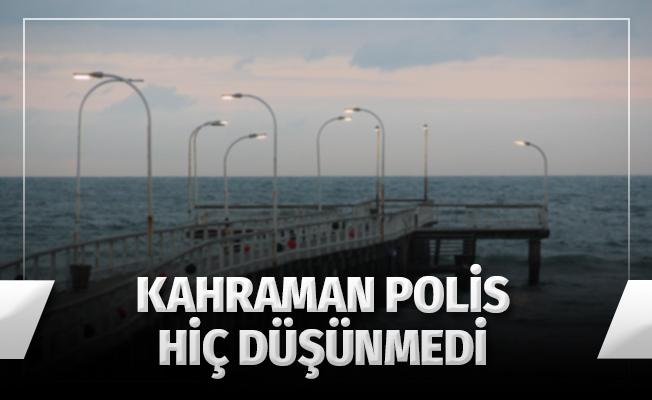 Kahraman Polis Hiç Düşünmeden Denize Atladı