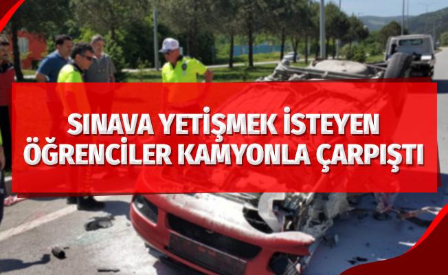 Sınava yetişmek isteyen öğrencilerin otomobili kamyonla çarpıştı: 2 yaralı