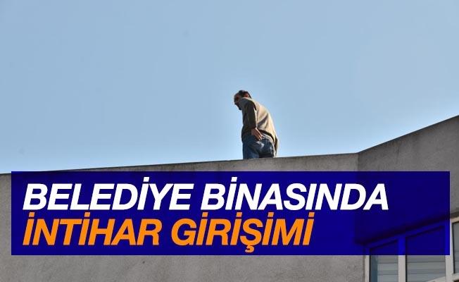 Belediye binasında intihar girişimi