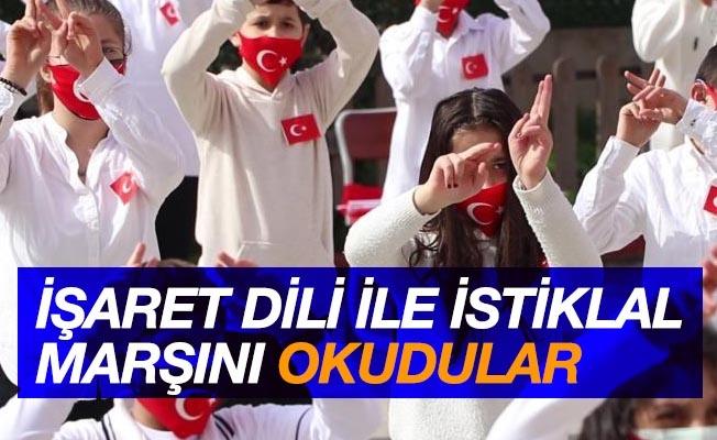 """Pandemide Samsun'da rekor kırıldı: 100 öğrencinin katılımıyla """"İstiklal Marşı"""" işaret diliyle okundu"""