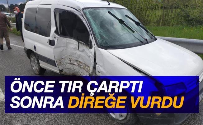 Tırın vurduğu hafif ticari araç elektrik direğine çarptı