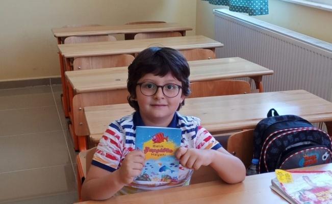 6 yaşında hikaye kitabı yazdı