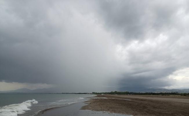Lokal yağmurlar Karadeniz'i vuruyor