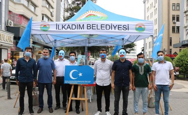 OMÜ'lü doktor adaylarından Uygur Türklerine destek standı