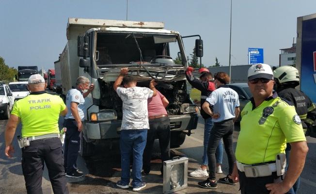 Samsun'da kamyonlar çarpıştı