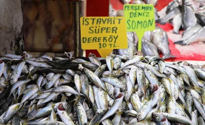 Balık tezgahlarında ne alırsan 10 TL