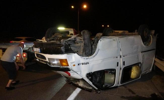 Fındık yüklü minibüs takla attı: 3 yaralı