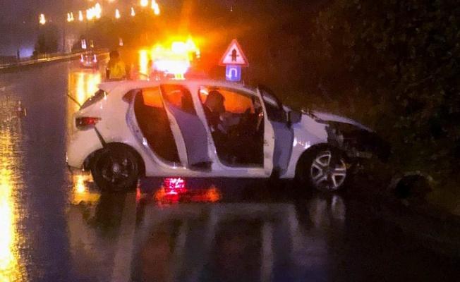 Samsun'da otomobil bariyere çarptı: 3 yaralı