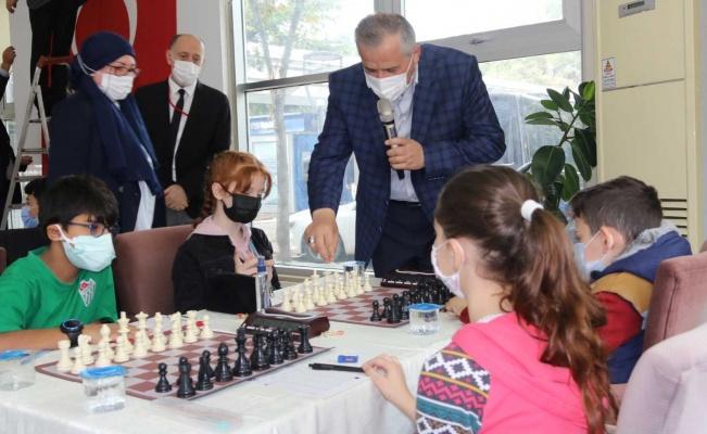 Bafra'da düzenlenen satranç turnuvasına 17 ilden 200 sporcu katıldı