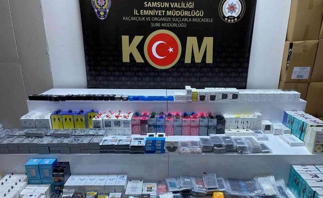 Samsun'da 925 kaçak telefon aksesuarına el konuldu