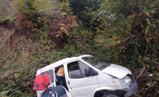 Samsun'da minibüs şarampole yuvarlandı: 1 ölü, 1 yaralı