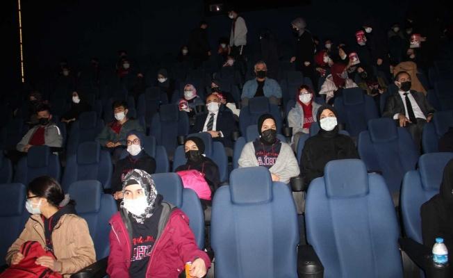 Vali Dağlı, öğrencilerle 'Akif' filmini izledi