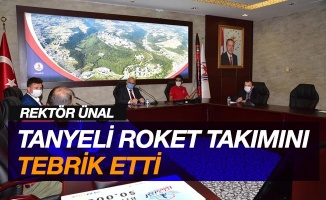 Rektör Ünal, Türkiye birincisi Tanyeli Roket Takımı'nı tebrik etti