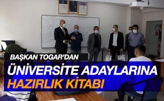 Başkan Togar'dan üniversite adaylarına 'hazırlık kitabı' desteği