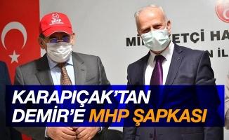 Karapıçak'tan Demir'e MHP şapkası