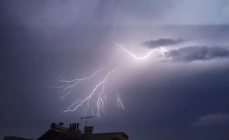 Samsun'da gecenin karanlığı şimşeklerle aydınlandı