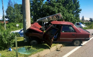 Otomobil beton direğe çarptı: 1 yaralı