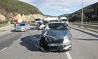 Otomobil minibüse çarptı: 3 yaralı